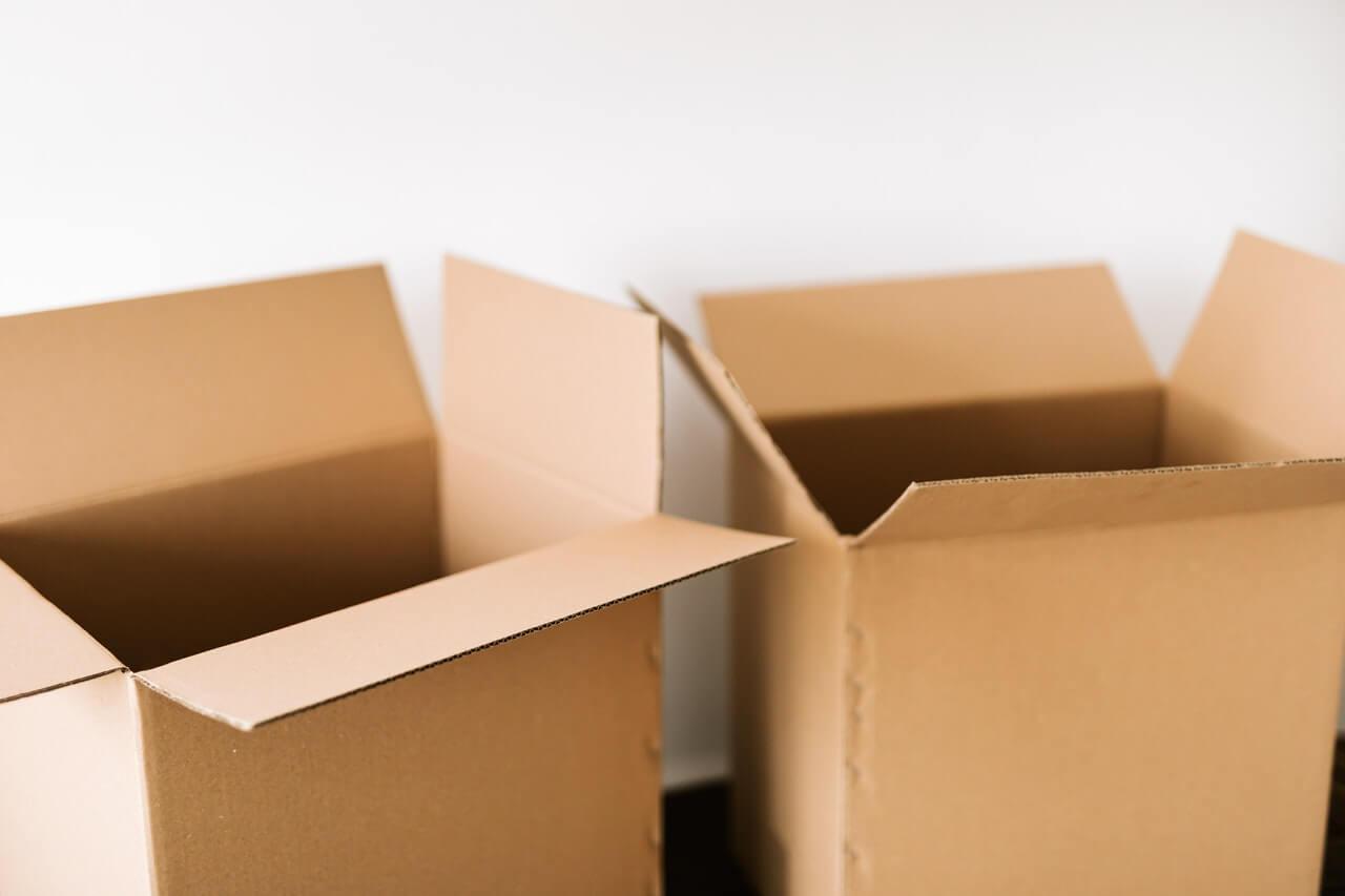 dve prazne kutije za selidbu