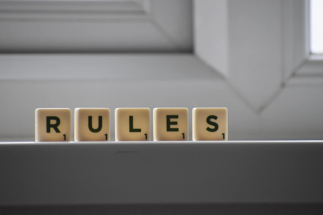 "drvene kockice sa natpisom ""pravila"""